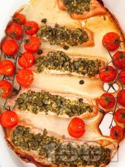 Вкусна лесна печена сьомга с песто и чери домати на фурна - снимка на рецептата